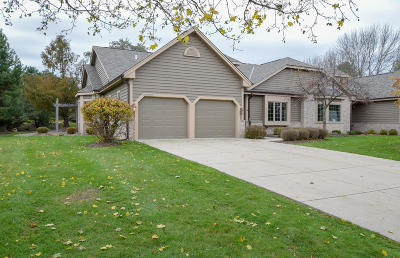 Pewaukee Condo/Townhouse Active Contingent With Offer: N19w28985 Golf Rdg N