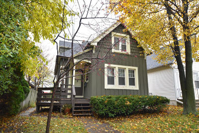 Milwaukee Single Family Home For Sale: 3217 N Oakland Ave