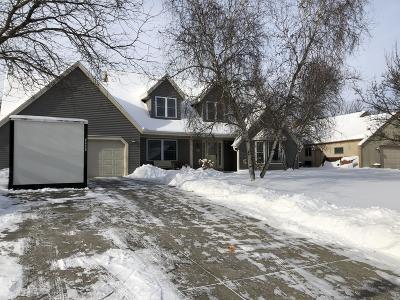 Single Family Home For Sale: W226n2543 Oakwood Ln