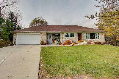 West Bend Single Family Home Active Contingent With Offer: 4350 Aarons Pl