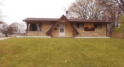 Menomonee Falls Single Family Home For Sale: W149n8243 Norman Dr
