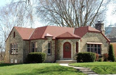 Wauwatosa Single Family Home For Sale: 8465 Ravenswood Cir