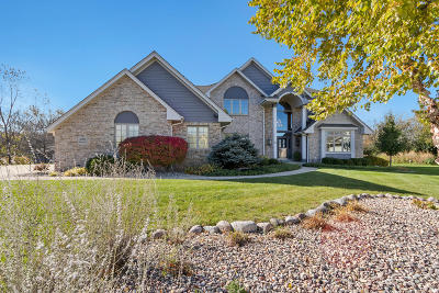 New Berlin Single Family Home Active Contingent With Offer: 13555 W Foxwood Ct