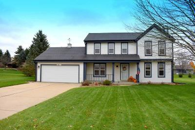 Muskego Single Family Home For Sale: S79w17439 Scenic Dr
