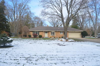 Mequon Single Family Home For Sale: 7814 W Sunnyvale Rd