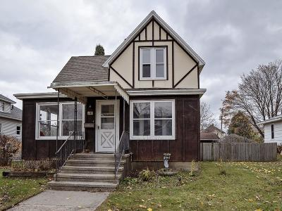 Single Family Home Active Contingent With Offer: 712 Jackson St