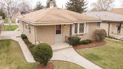 Milwaukee Single Family Home Active Contingent With Offer: 3717 N 85th St