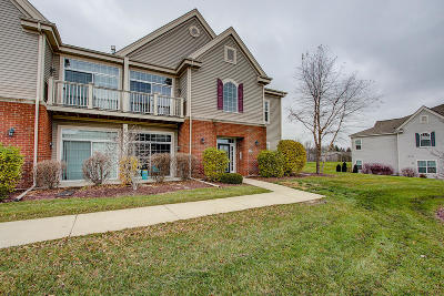 Jackson Condo/Townhouse Active Contingent With Offer: W206n16743 Blackberry Cir #1627