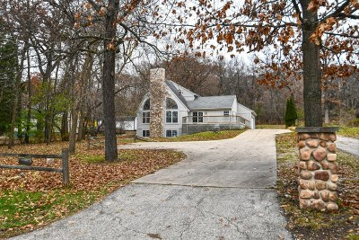 Pewaukee Single Family Home For Sale: W303n2577 Maple Ave