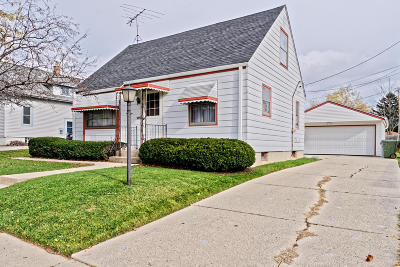 Milwaukee Single Family Home For Sale: 4334 S 4th St