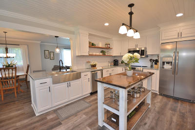 Brookfield Single Family Home For Sale: 17525 Windemere Rd