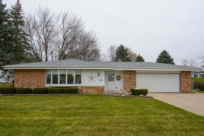 Grafton Single Family Home Active Contingent With Offer: 1622 Walters Dr