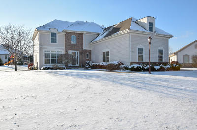 Muskego Single Family Home Active Contingent With Offer: W139s9741 Rockridge Ct