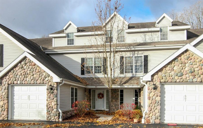 Ozaukee County Condo/Townhouse Active Contingent With Offer: 605 Lake Bluff Rd #C