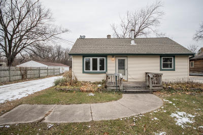 Waukesha Single Family Home For Sale: S17w22154 Anoka Ave
