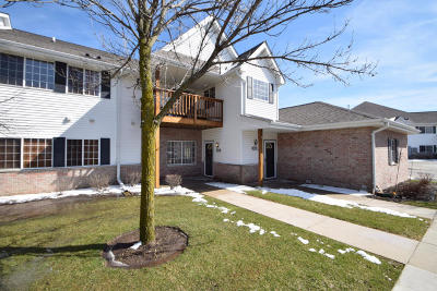 New Berlin Condo/Townhouse Active Contingent With Offer: 15086 W Arrowhead Ln