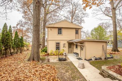 Pewaukee Single Family Home For Sale: N27w27391 Woodland Dr