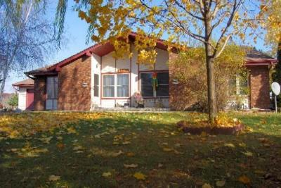 Condo/Townhouse For Sale: W156n10504 Jefferson Ln
