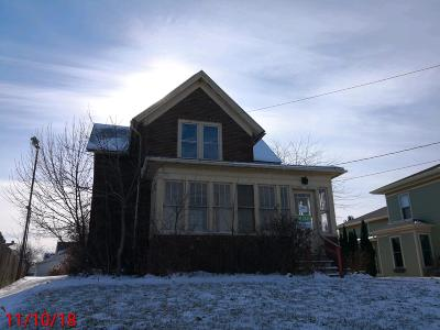 Hartford Single Family Home Active Contingent With Offer: 513 E Sumner St