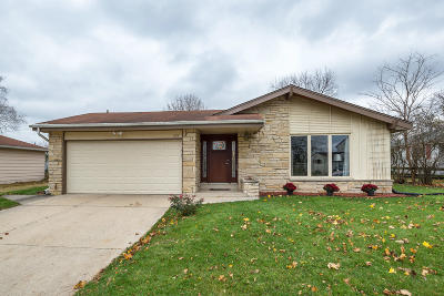 Waukesha Single Family Home For Sale: 1939 Empire Dr