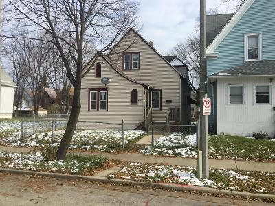 Single Family Home Active Contingent With Offer: 2114 N 34th St