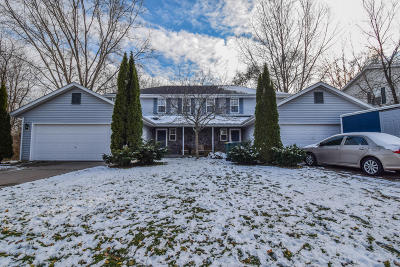Ozaukee County Two Family Home Active Contingent With Offer: 623 W Briarknoll Ct #625
