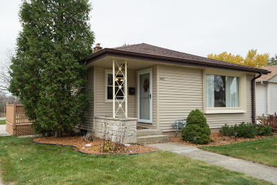 Single Family Home For Sale: 2421 W Whitaker Ave