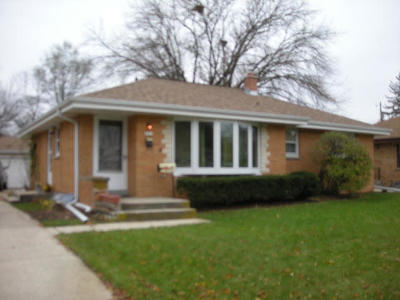 Single Family Home For Sale: 8821 W Brentwood Ave