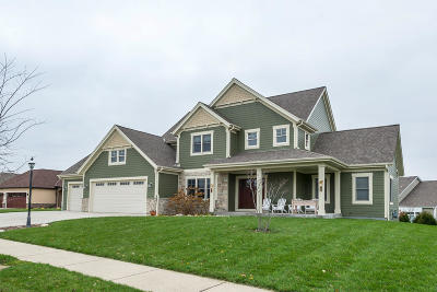 Waukesha Single Family Home For Sale: 112 Griffith Court