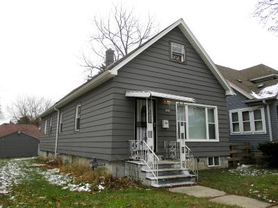 Milwaukee Single Family Home For Sale: 2880 N 52nd St