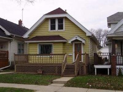 West Allis WI Single Family Home For Sale: $98,000