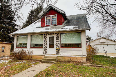 West Bend Single Family Home For Sale: 1625 Barton Ave
