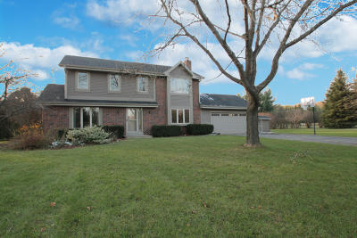 Mukwonago Single Family Home Active Contingent With Offer: S67w32506 Ashton Way E