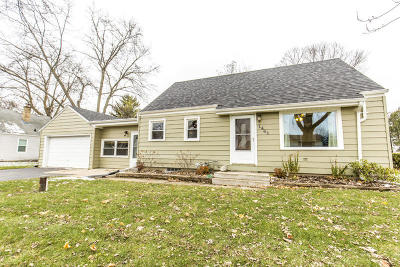 New Berlin WI Single Family Home For Sale: $239,900