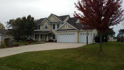 New Berlin Single Family Home Active Contingent With Offer: 13595 W Sunbury Rd