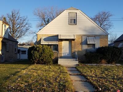 Milwaukee Single Family Home For Sale: 4118 W Hampton