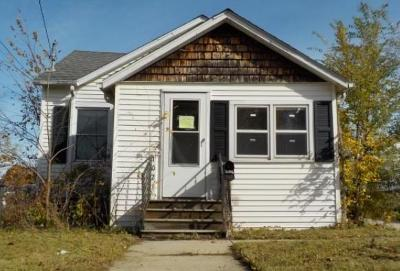 Waukesha Single Family Home For Sale: 1021 Oakland Ave