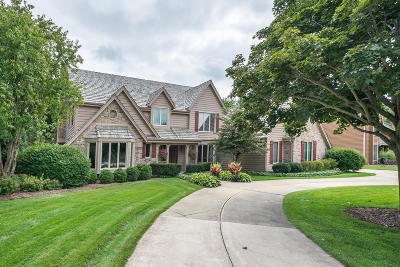 Waukesha County Single Family Home For Sale: 1030 Weston Hills Dr