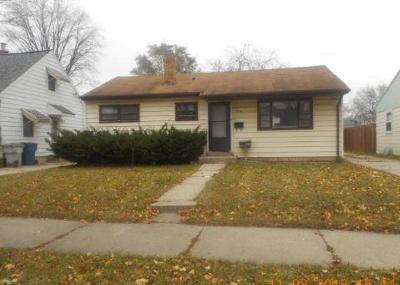 Milwaukee Single Family Home For Sale: 5680 N 57th St