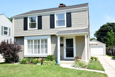 Single Family Home Active Contingent With Offer: 4930 N Diversey Blvd