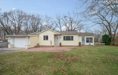 Pleasant Prairie Single Family Home Active Contingent With Offer: 210 86th Pl