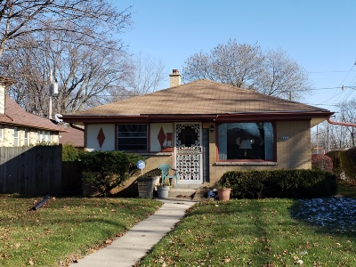 Milwaukee Single Family Home For Sale: 4820 N 74th St