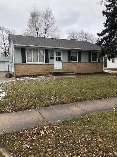 Milwaukee Single Family Home For Sale: 8757 W Bender Ave