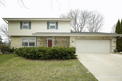 Greendale Single Family Home Active Contingent With Offer: 5200 Oakton Ln