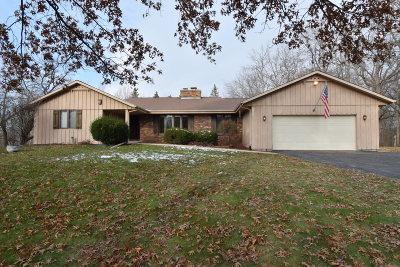 Waukesha WI Single Family Home Active Contingent With Offer: $329,900