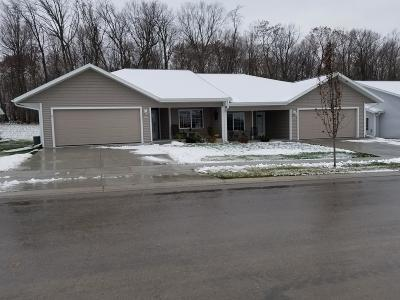 Cedarburg Condo/Townhouse For Sale: N100w6800 Evergreen Blvd #Lt2