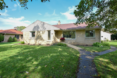 West Allis Single Family Home Active Contingent With Offer: 7632 W Honey Creek Pkwy