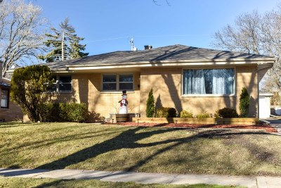 West Allis WI Single Family Home For Sale: $188,500