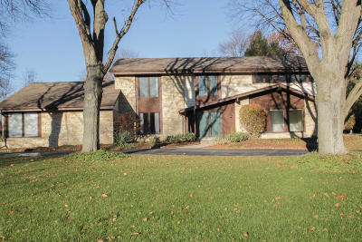 Brookfield Single Family Home Active Contingent With Offer: 15920 Ridgefield Ct