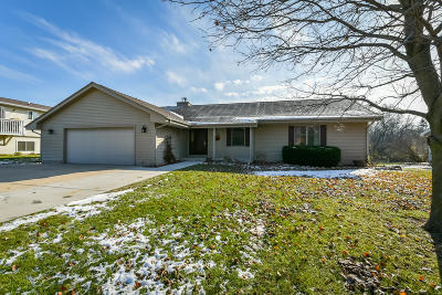 Slinger, Town Of Polk Single Family Home Active Contingent With Offer: 3964 Elaines Way